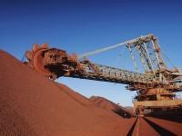 На мировом рынке стремительно падает цена на железную руду