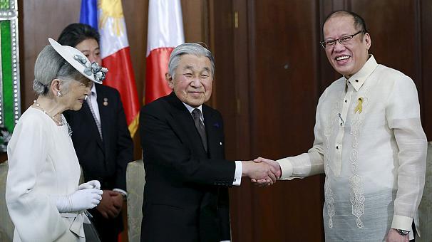 Японскому императору на Филиппинах напомнили о секс-рабынях