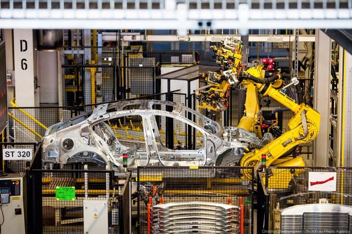 Российский автопром в упадке: производство сокращается, с рынка уходит General Motors