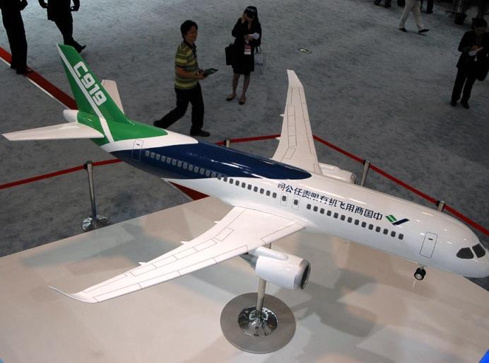Китай презентовал свой первый пассажирский самолет COMAC C919