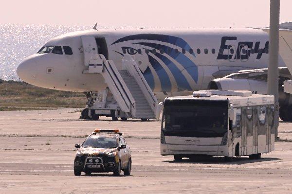 История с захваченным самолетом Egypt Air окончена: пассажиры освобождены, пират сдался полиции
