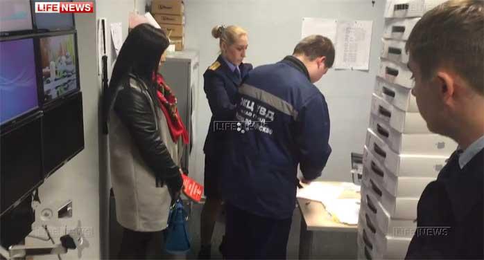В редакции LifeNews проходит обыск: изымаются сервера и документы (видео)