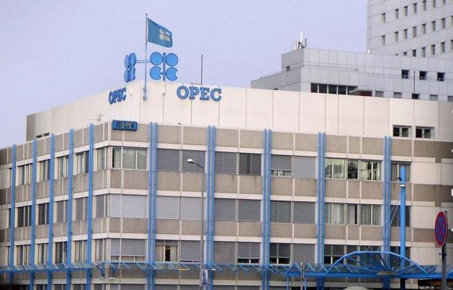 Страны ОПЕК уменьшили добычу нефти в феврале до 32,27 млн баррелей в сутки