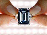 На аукционе Christie's продан голубой бриллиант за рекордные 58,2 млн долларов (фото, видео)