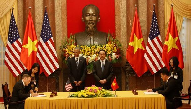 США снимают запрет на продажу оружия и военного оборудования Вьетнаму
