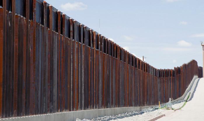 Администрация Трампа официально запросила $1 млрд на строительство стены с Мексикой