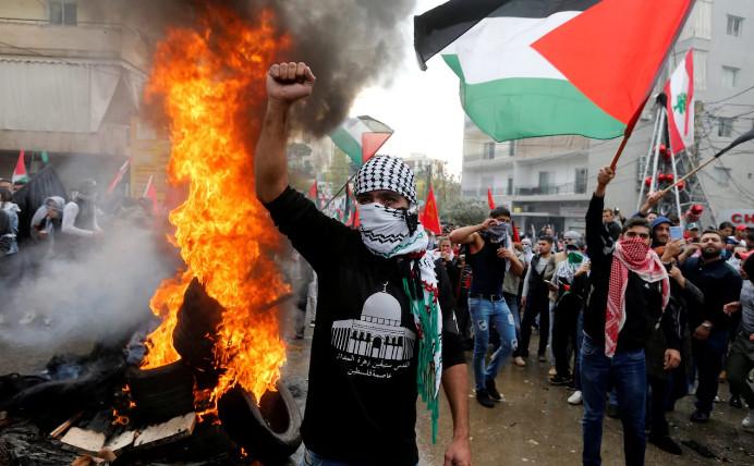 Активизировались столкновения протестующих с полицией возле посольства США в Ливане