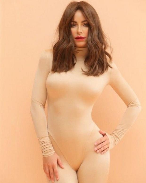 Ани Лорак в боди удивила поклонников фото с неудачным макияжем