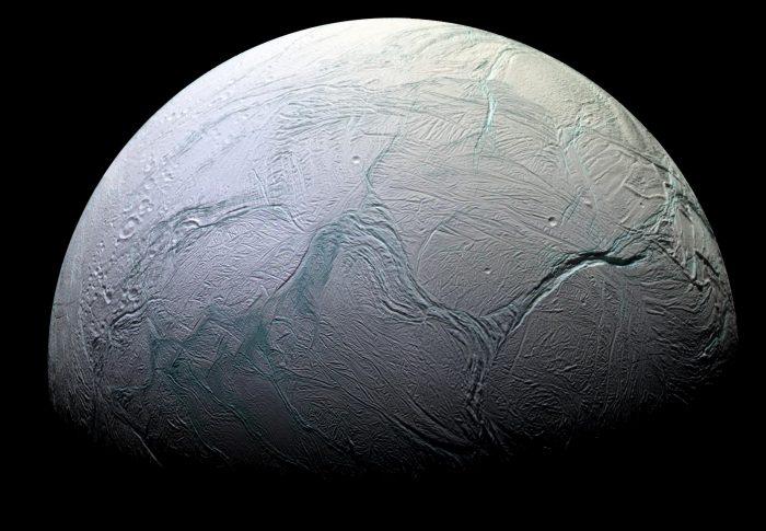 Астрономы предположили, как могли возникнуть гейзеры на южном полюсе Энцелада