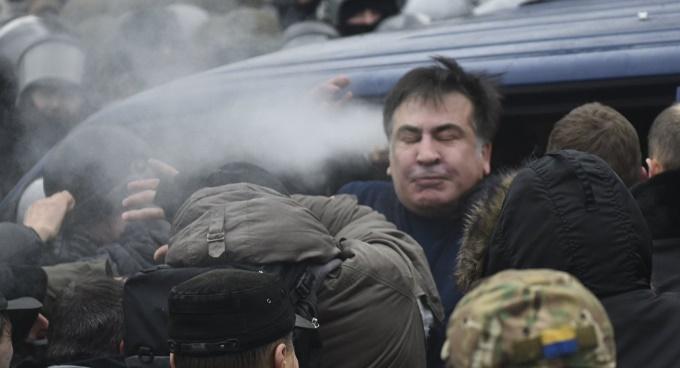 Атака сторонников Саакашвили на микроавтобус СБУ для освобождения политика