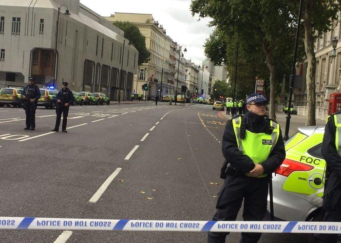 Автомобиль сбил несколько человек в Лондоне: подробности происшествия