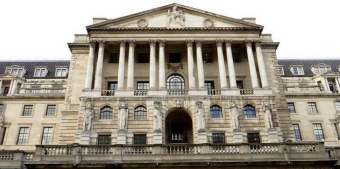 Банк Англии удерживает процентные ставки на низком уровне 0,25%