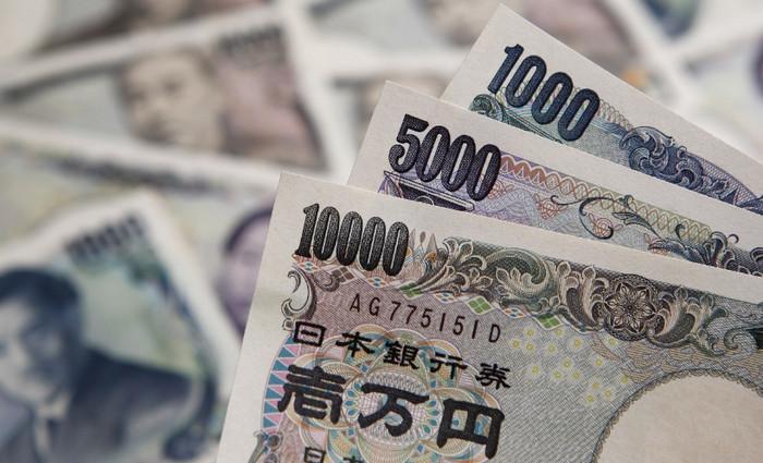 Банк Японии подтвердил 100 трлн иен в обороте наличных банкнот