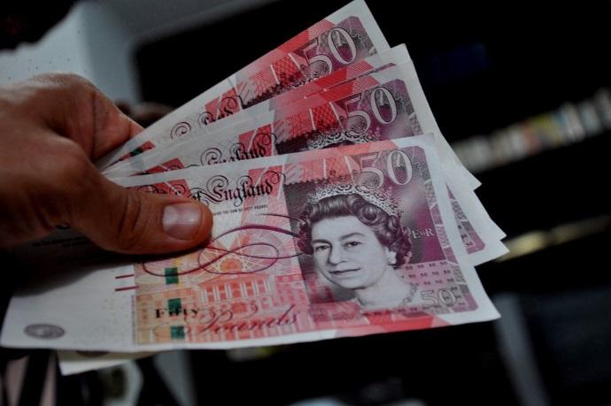Банкир Англии выделит 250 млрд фунтов, чтобы успокоить рынки