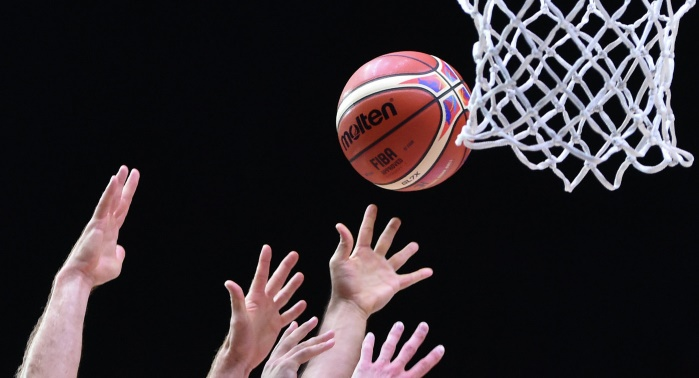 """Баскетболиста NCAA """"воскресили"""" после остановки сердца во время матча"""