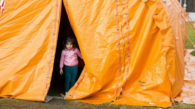 Как беженцы справляются с холодом, а правительства с беженцами