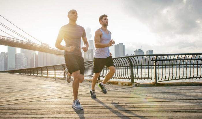 Когда лучше бегать: утром или вечером фото бег fdlx