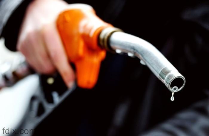 В ОАЭ бензин в несколько раз дешевле минеральной воды