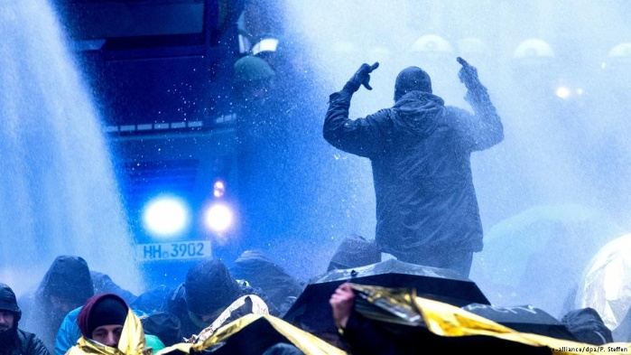 Беспорядки в Германии: полиция применила водометы против протестующих в Ганновере