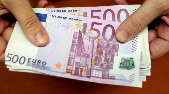 """Бездомный человек нашел """"рождественский подарок"""" 300 тысяч евро в аэропорту Парижа"""