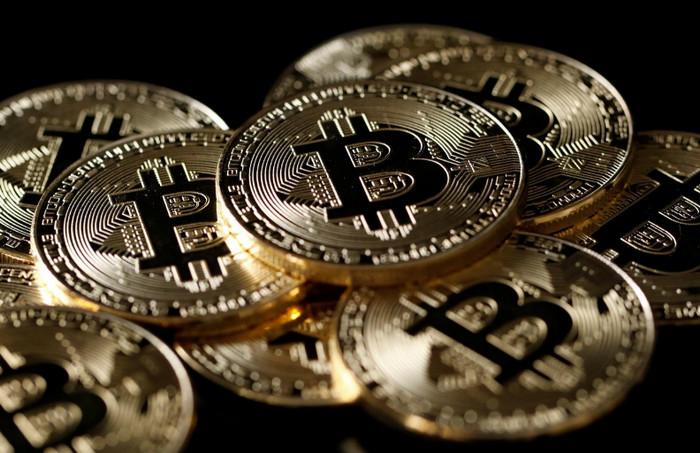 Bitcoin падает почти на 20% после недавнего максимума