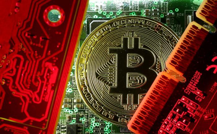 Bitcoin показал рекордное падение до $13 000