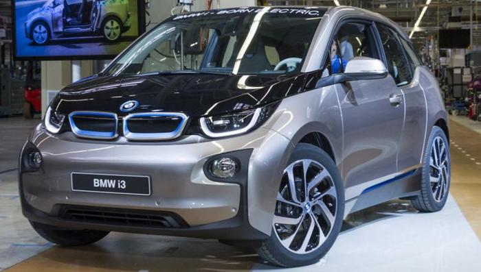 BMW объявил о выпуске новой версии электрического автомобиля i3 в 2017 году