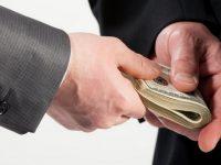 Более 900 миллионов человек в Азии вынуждены платить взятки