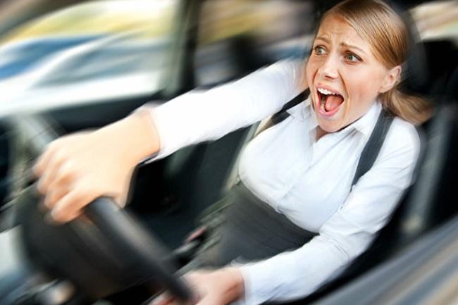 фальшивое ОСАГО наказание, полис ОСАГО купить, женщина за рулем