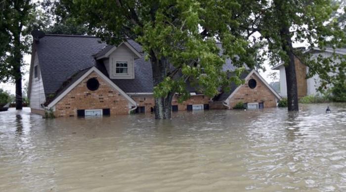 Большинство жителей Техаса, пострадавших от урагана, не имеют страховки, - эксперт