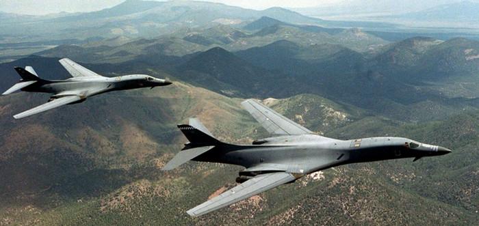 Бомбардировщики США прибыли в Европу для участия в учениях Ample Strike