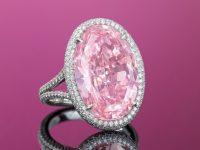 """Бриллиант """"Розовое обещание"""" куплен на аукционе Christie's за $32 млн"""