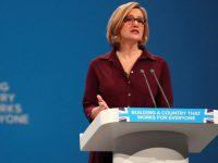 Британия планирует ограничить продажи кислоты после нескольких случаев нападения