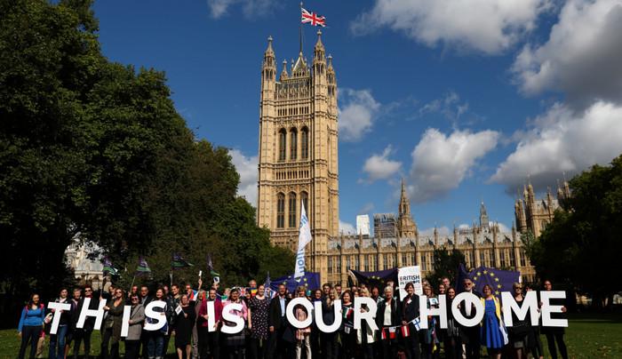 Брюссель изучает случаи депортации граждан ЕС из Великобритании