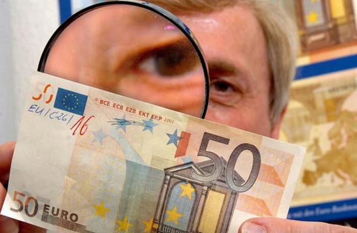 Бундесбанк подтвердил снижение количества поддельных банкнот евро в 2016 году