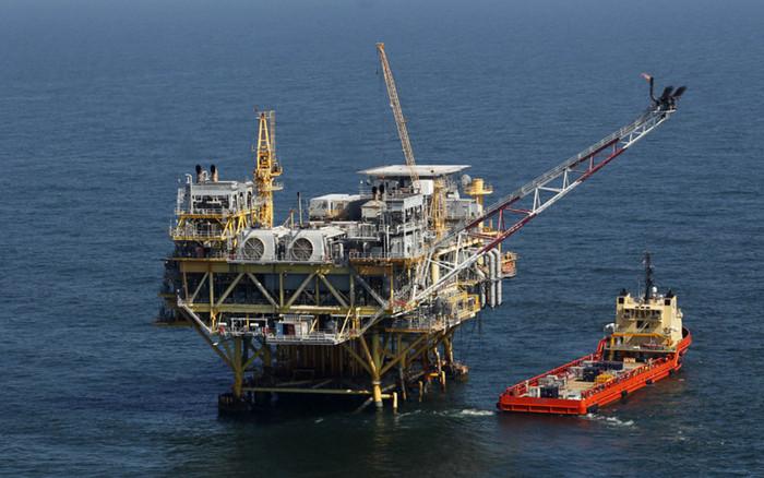 Цены на нефть растут из-за урагана Harvey, приближающегося к побережью США