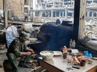 """Чем отличается питание воинов в зоне АТО и тылу? """"Революция еды"""" от Порошенко"""