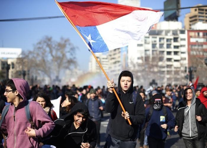 В Чили митингуют студенты против реформы системы образования