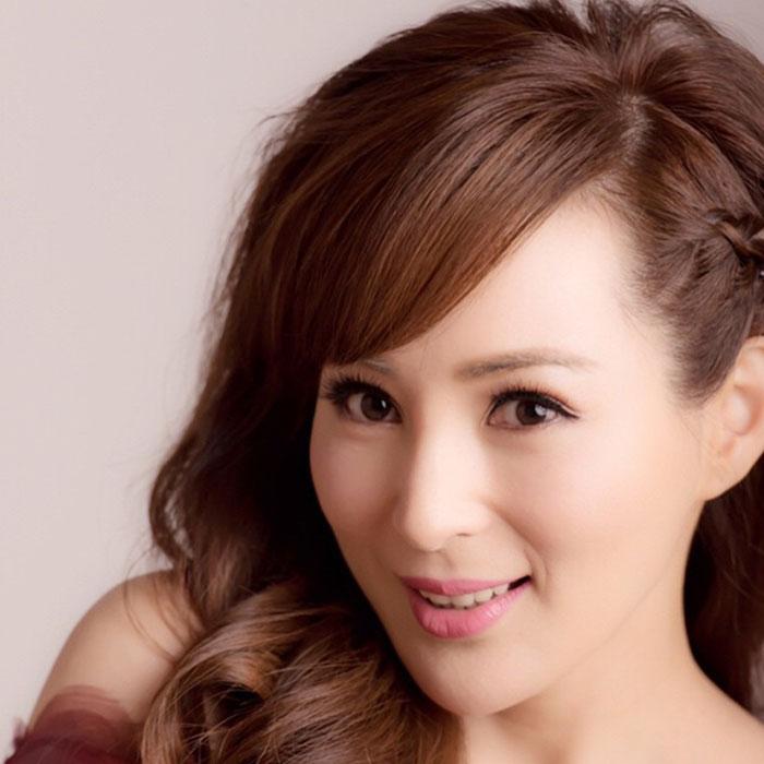 Модель, актриса и певица Кэнди Ло из Гонконга в свои 40 выглядит, как школьница (фото)