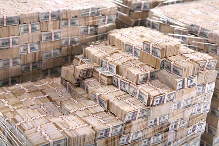 Что происходит с наличными деньгами в разных странах