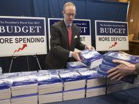 Дефицит бюджета США увеличится до $702 миллиардов
