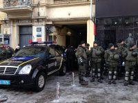 Дело Саакашвили: на заседание суда прибыла жена политика, суд заблокирован Нацгвардией