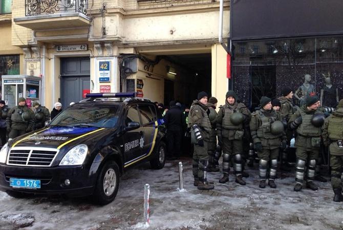 Дело Саакашвили: на заседание прибыла жена политика, здание суда заблокировано Нацгвардией