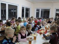 Депутаты хотятобеспечить бесплатным питанием детей переселенцев