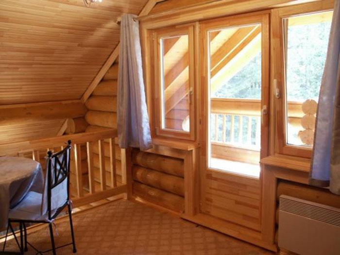 Преимущества и особенности деревянных дверей и окон