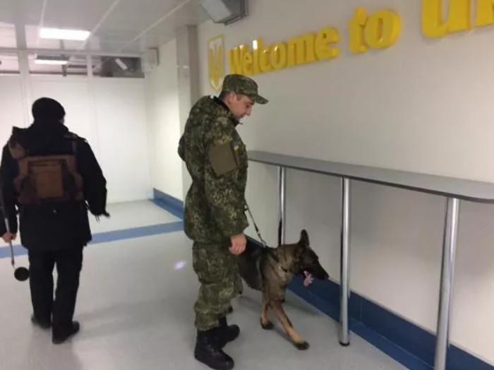 Десять аэропортов Украины получили сообщение о минировании