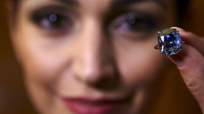 В Женеве продан самый дорогой бриллиант в мире