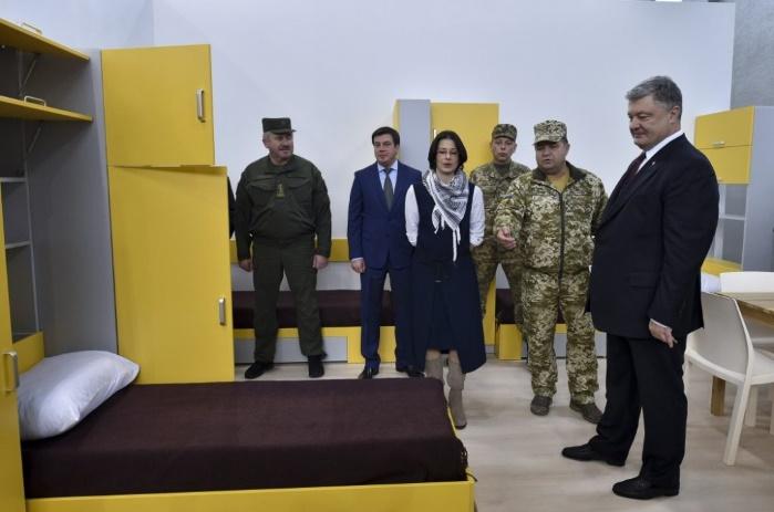 До 2018 года построят 100 военных общежитий по стандартам НАТО, — Порошенко