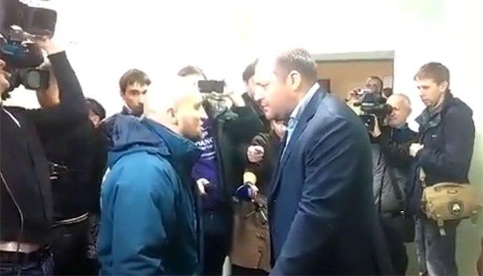 Во время суда по делу Лукаш побили Михаила Добкина (видео)