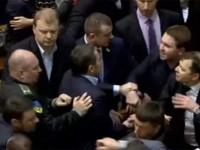 Ляшко второй раз за день подрался с Мельничуком, тем самым сорвав заседание Рады (видео)